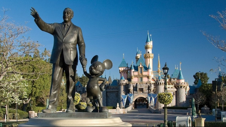 Statue of Walt Disney and Mickey Mouse in Disneyland
